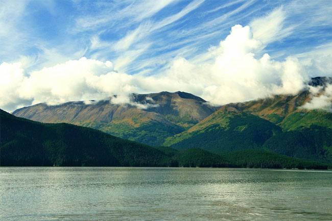 Alaska lockt gerade im Sommer mit seiner unberührten Natur und atemberaubenden Aussichten