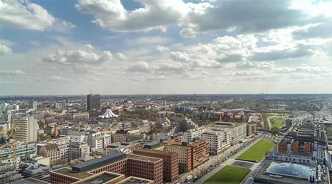 Die Buchung direkt am Eingang war problemlos, der Ticket-code sofort da und kurz darauf stand ich schon auf dem Aussichtplateau des Panorama Punktes Berlin.