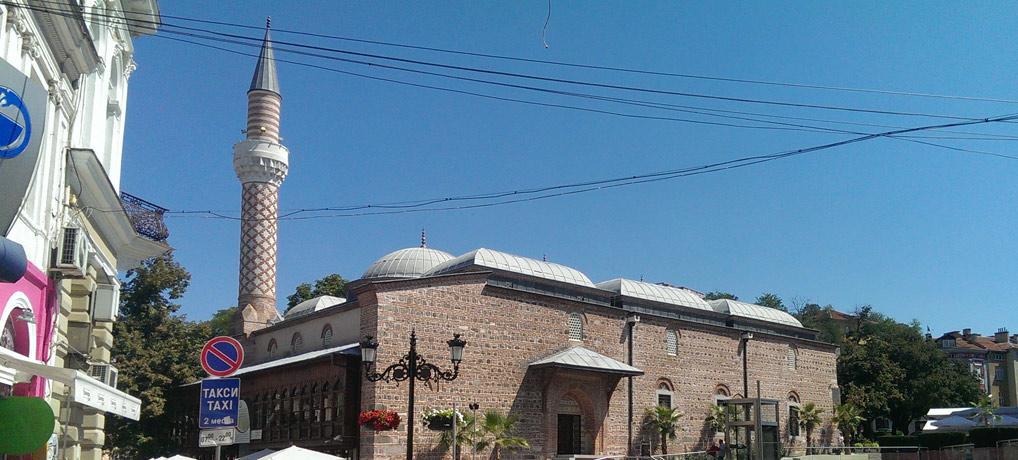 Wie an so vielen Orten in Bulgarien ragen alte Moscheen als Zeugnis der osmanischen Herrschaft in den Himmel