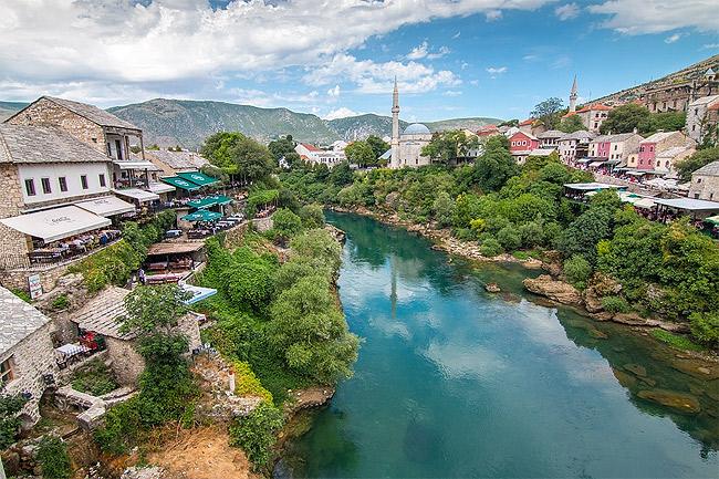 Die wiedererichtete, weltberühmte Brücke von Mostar.