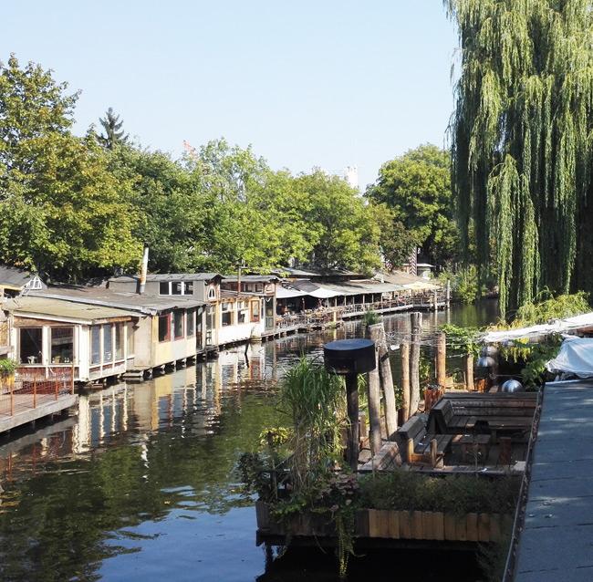 Der Club der Visionäre (rechts) und der Freischwimmer (linkes Ufer) sind nur zwei der zahlreichen Clubs entlang der Strecken.