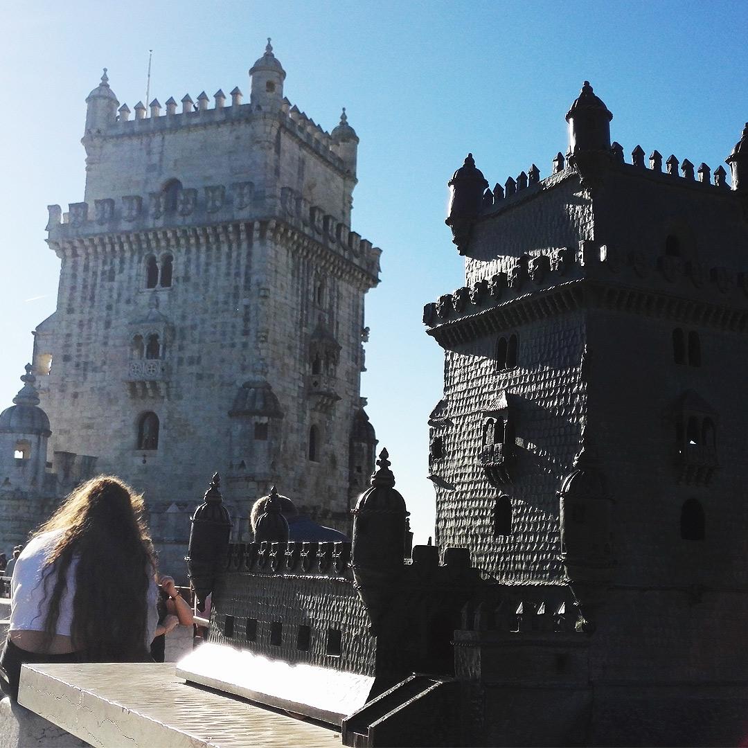 Der Torre de Belém hinten und sein Modell im Vordergrund