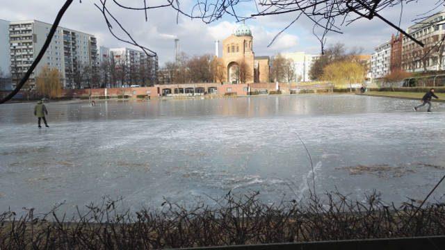 eislaufen berlin kreuzberg winter engelbecken